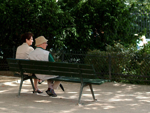Parisian couple on a bench at Monmartre
