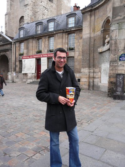 Matt on the streets of Paris (with obligatory tourist trap of €3 popcorn)