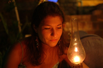 Aude by the light of a lantern's glow...