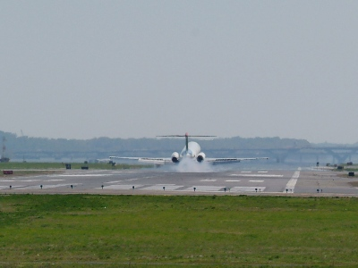 Planes landing at Reagan National Airport